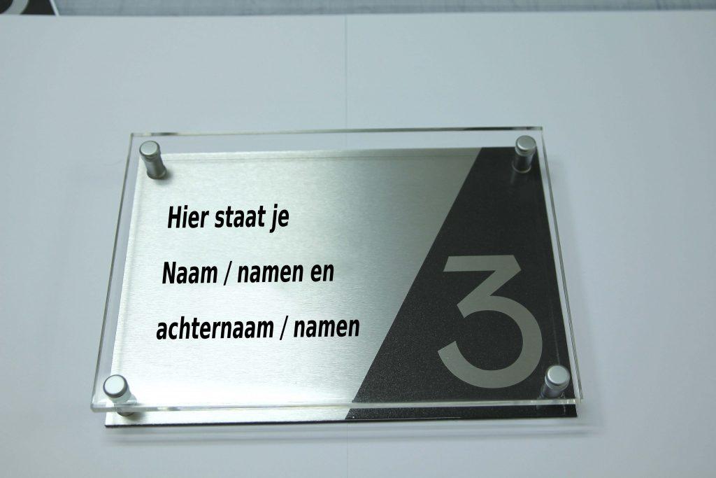 Deurbord sponsored by De Haan reclame
